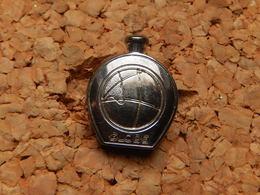 Pin's PARFUM - GLOBE DE ROCHAS - Metal Agenté - Perfume