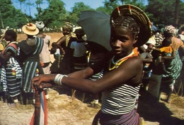 Guinea - Bissau - Africa Occidentale - Ragazza Della Tribù Felupe - Formato Grande Non Viaggiata – E 9 - Guinea-Bissau