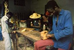 Guinea - Bissau - Africa Occidentale - Scuola Di Artigianato Del Legno A Bissau - Formato Grande Non Viaggiata – E 9 - Guinea-Bissau