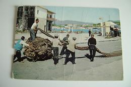 GIARDINI-NAXOS  PESCATORI   MESTIERE PESCATORE PESCA PECHE  MESSINA SICILIA  NON VIAGGIATA   MOLTE PIEGHE - Pesca