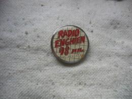 Pin's Radio ENGHIEN  Sur 98Mhz - Medias