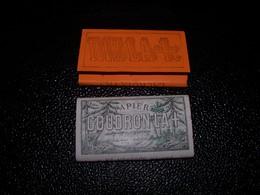 2  Paquets De Papier A Cigarettes Ancien De Marque GOUDRON LA+  Et RIZLA+ ...  RESTRICTION De GUERRE.... Neuf De Stock…. - Otros