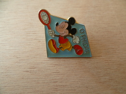 LOT DE 2 PIN'S  DISNEY  PHILDAR  MICKEY TENNIS  DAISY  BASKET - Disney