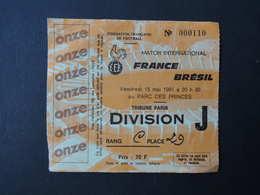 TICKET  Entrée  FOOTBALL. Match International.  FRANCE - BRESIL.. Tribune Paris.  Parc Des Princes.  15 Mai 1981 - Tickets - Vouchers