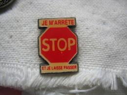 """Pin's Panneau STOP Du Code De La Route.""""Je M'arrete Et Je Laisse Passer"""" - Badges"""