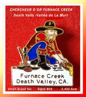 """SUPERBE PIN'S CHERCHEUR D'OR : FURNACE CREEK Dans La Vallée De La MORT """"Death Valley"""" émail Grand Feu Or  2,4X2,6cm - Celebrities"""
