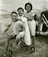 30s ORIGINAL AMATEUR PHOTO FOTO TRICYCLE CHILFREN CHILD ENFANT CITROEN TRACTION PORTUGAL - Places