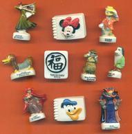 Lot De 10 Feves Porcelaine 3D Diverses Disney Et Dessins Animés - Disney