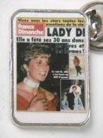 """Pin's - LADY DI Anniversaire  De Ses 30 Ans Dans La Revue De Presse """"France Dimanche"""" - Celebrities"""