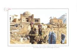 KABOUL / Afghanistan - 2 Soldats Originaires Du Népal, Membres De L'ISAF, Patrouillent - Terroriste - Afghanistan
