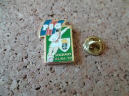 PIN'S  FOOTBALL  PSG SOCHAUX - Football