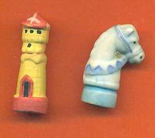 Lot De 2 Feves De La Serie Jeux D'echec 2006 - Charms