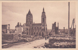 Manche Coutances L église Saint Pierre Et La Rue Geoffroy De Montbray Ruines De La Guerre 1940 éditeur Cap N°7 - Coutances