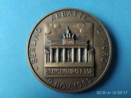 Berlino Abbatte Il Muro 9 Novembre 1689 - Monarchia/ Nobiltà