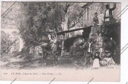 CPA LE BAR (06) (Ligne Du Sud) : Une Ferme (paysans, Cavalier) - Autres Communes