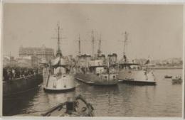 Carte-Photo - Bateaux De Guerre Dans Un Port à Identifier ESPAGNE / AMERIQUE LATINE - EditionPhoto - Guerre