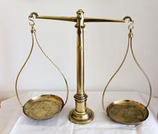 Balance D'apothicaire à Poser. Potence, Fléau Et Plateaux En Laiton,  Mesure, Système Métrique. Port Offert. - Art Populaire