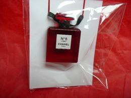 """CHANEL:"""" N° 5 """"  BIJOU  EDITION ROUGE  LIRE ET VOIR!! - Miniatures Womens' Fragrances (in Box)"""