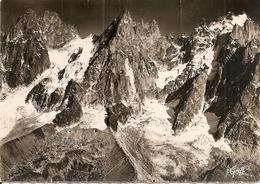 74. CPSM. Haute Savoie. Chamonix. Vue Aérienne, Les Aiguilles De Chamonix (pilote R. Henrard) - Chamonix-Mont-Blanc