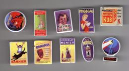 Série Complète 10 Fèves Brillantes LES PLAQUES EMAILLEES Publicité Marques Anciennes 2004 - Charms