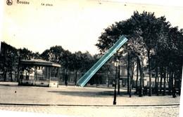 BOUSSU - La Place - (devenue Parking Et Les Arbres Sur La Droite De La Carte Ont Disparus) - Boussu