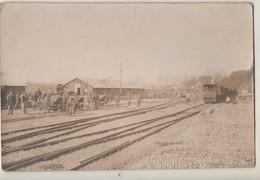 94. CARTE PHOTO PORT DE BONNEUIL-sur-MARNE. Train. Cheminots Et Soldats Qui Travaillent Sur La Voie. 1918 - Bonneuil Sur Marne