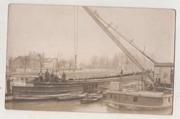 94.CARTE PHOTO PORT DE BONNEUIL-sur-MARNE. Bateaux. Grue.  Déchargement. Animée.1918 - Bonneuil Sur Marne