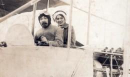 France Aviation Pilote Et Passagere Biplan Ancienne Carte Photo 1910's - Aviation
