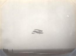 France Aviation Avion Biplan En Vol Ancienne Photo 1910 - Aviation