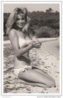Sexy CATHERINE DENEUVE Actress PIN UP PHOTO Postcard - Publisher RWP 2003 (2) - Artisti