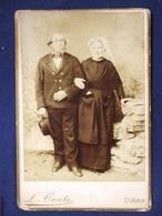 PHOTOGRAPHIE ANCIENNE XIXeme : DINAN COUPLE COSTUME BRETON BRETAGNE PHOTOGRAPHE L. CONTE FOLKLORE BRETAGNE - Dinan