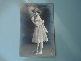 Kind Mit Blumen , Namenstag .. Foto AK   Nach Aschaffenburg 1915 - Abbildungen