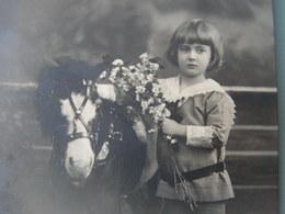 Kind Mit Pony , Foto AK 1919 Nach Aschaffenburg - Portraits