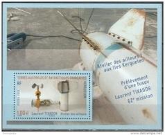 TAAF 2013 Yvert F683 Neuf ** Cote (2015) 2.00 Euro Prélèvement D'une Fusov - Blocs-feuillets