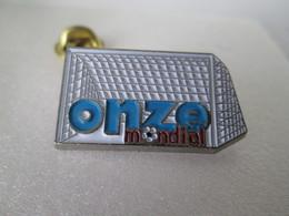 PIN'S    ONZE  MONDIAL  FOOTBALL - Medias