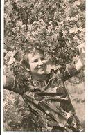 L74A830 - Portrait De Femme Dans Un Arbre En Fleur - Carte Allemande Postée Du Viet Nam - Women