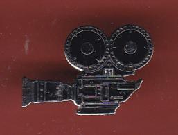 54754-Pin's.Cinema.camera.signé Demons Et Merveilles... - Films