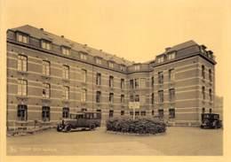 Salzinnes (Namur) - Clinique Ste-Elisabeth - Cour Des Autos - Animée, Ambulance - Namur