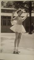 Ancienne Photo D'une Jeune Fille En Danseuse De Ballet - Personnes Anonymes
