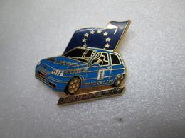 PIN'S     RENAULT   Coupe   Clio    Vitres Noir   Arthus Bertrand - Renault