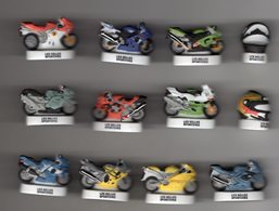 RARE Série Complète 12 Fèves Mâtes LES BELLES SPORTIVES HEP 2007 Moto Circuit FORMULE 1  & Casque - Sports