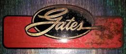 RARE TOLE RELIEF GATES ETAT ROUILLEE MAIS RARE - Advertising (Porcelain) Signs