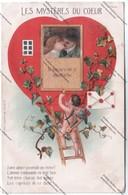 CPA Fantaisie Couple - Les Mystères Du Coeur - Je Meurs Ou Je M'attache (couple S'embrassant Dans Fenêtre Pré Découpée) - Couples