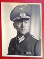 Foto Großes Portrait WW2 Soldat Mit Mütze Reichsadler Hakenkreuz Auszeichnung Ca. 1940 - Uniformen