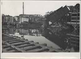 Photographie Photo Guerre 40 Vaires Sur Marne 77 Seine Et Marne Zone De Transbordement Après Bombardement 21 2 1945 - Guerra, Militari