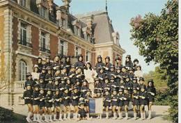 """CPM:CLUB DES MAJORETTES """"LES MASCOTTES CHAMPENOISES CHÂTEAU DE TOURS SUR MARNE (51) - France"""