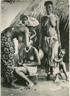 00552 - AFRIQUE OCCIDENTALE FRANCAISE - Salon De Coiffure Pour Dames - Postcards