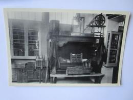 Musee Dauphinois 17. Lit De Saint Veran, Berceau, Coffrets De Mariage, Devidoir, Tambour A Dentelles Sur Son Pied - Musées