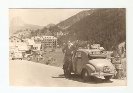 """FO--00015-- 1 FOTO ORIGINALE- UOMO CON """" FIAT TOPOLINO."""" TARGA ( T0 104343 ) VAL GARDENA LUGLIO 1956-FIAT SEICENTO - Automobili"""