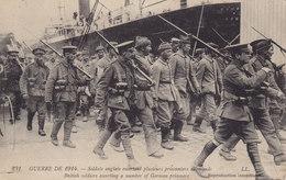 3 CPA Guerre De 1914 Soldats Anglais Escortant Plusieurs Prisonniers Allemands Le Roi D'Angleterre  Maisons En Flammes D - Guerre 1914-18